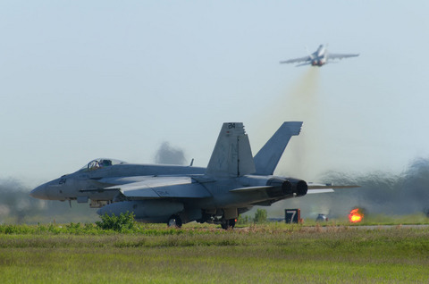 VFA-27 Royal Maces F/A-18E #214。