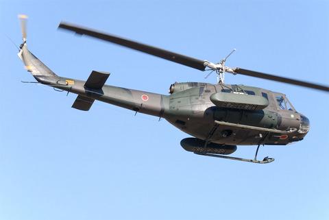 2009年 第1空挺団初降下訓練 その3 地雷散布装備のUH-1J