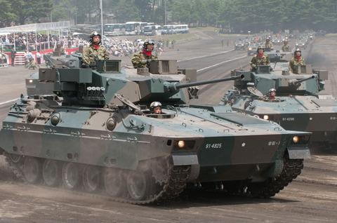 富士学校・富士駐屯地開設57周年記念行事 記念式典・パレード 89式装甲戦闘車