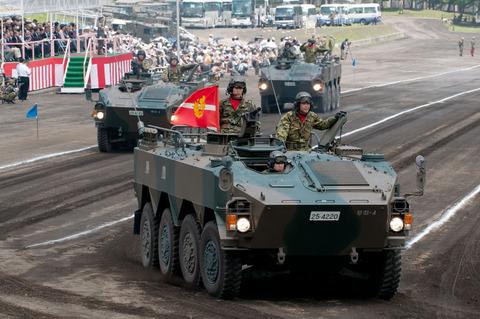 富士学校・富士駐屯地開設57周年記念行事 記念式典・パレード 96式装輪装甲車
