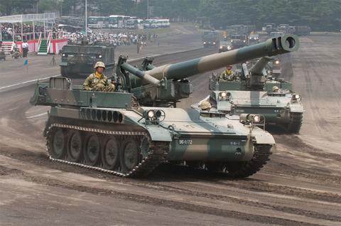 富士学校・富士駐屯地開設57周年記念行事 記念式典・パレード 203mm自走榴弾砲
