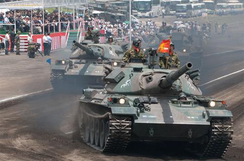 富士学校・富士駐屯地開設57周年記念行事 記念式典・パレード 74式戦車