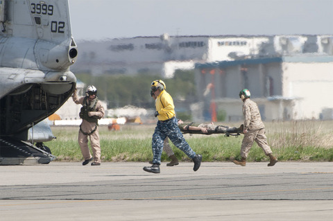 米海軍厚木基地 桜祭り/スプリングフェスティバル CH-46
